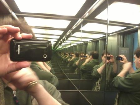 gm, autoritratto nell'ascensore, 14 marzo 2015