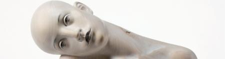 Particolare di una scultura di Aaron Demetz