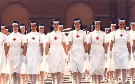 esercito-corpo-delle-crocerossine-che-sfilano