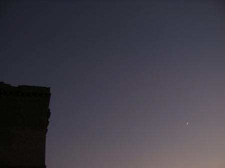 La Luna è piccola, ma si vede